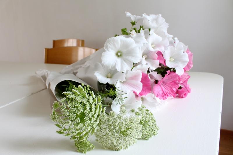 Kesäinen kukkakimppu