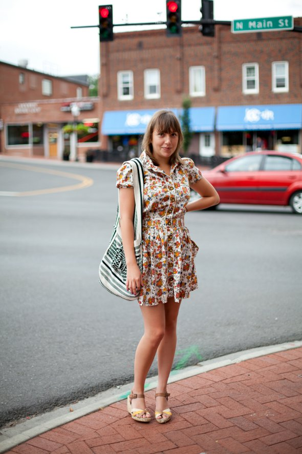 bag from Columbia, cotton tote bags, button up dresses, pretty girls, fashion in virginia.