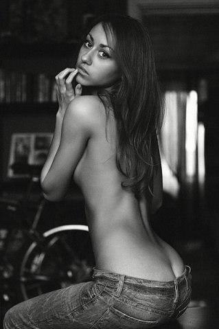 Девушка в черном эротика фота онлайн в хорошем hd 1080 качестве фотоография