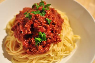 http://1.bp.blogspot.com/-gPdBNBDsYQ0/UMbCapQSIbI/AAAAAAAAAKI/tjsb9rM3NL0/s1600/spaghetti_bolognaise.jpg