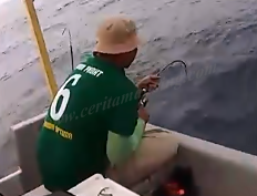 Mancing Ikan Tongkol Double Strike Lepas Satu