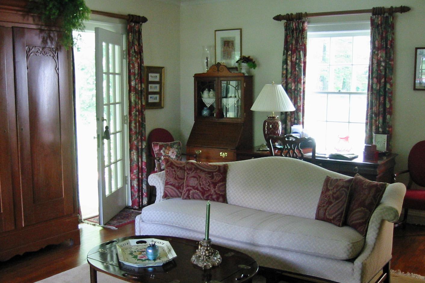 Living Room- Grand *Metamorphosis* title=
