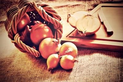 البصل يجلب السعادة ويعالج هشاشة العظام