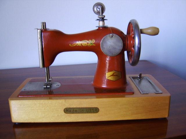 Manuzzi nichi nichi collezione mini macchine da cucire for Mini macchina per cucire