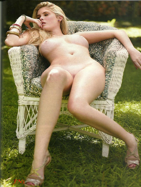 Barbara Evans Pelada Gostosa Na Playboy Dezembro