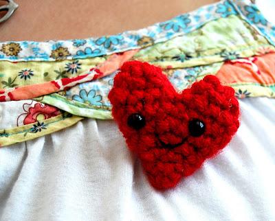 free crochet pattern happy heart pin