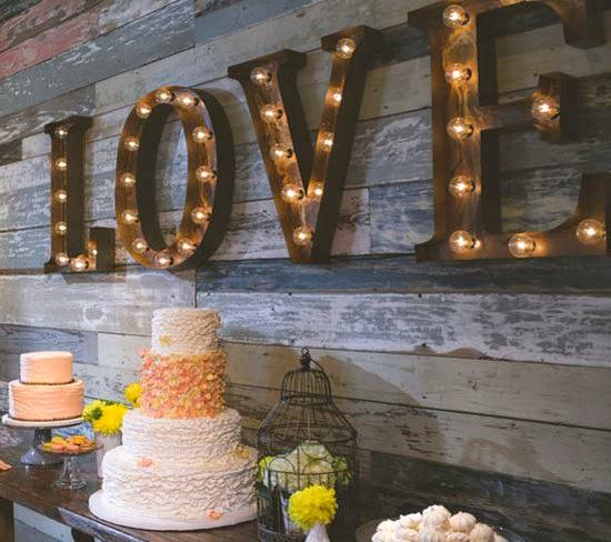Letras y figuras luminosas para decorar tu boda blog de - Letras luminosas decoracion ...