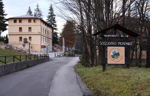 http://1.bp.blogspot.com/-gQmLsZiEZMc/TsfbVnyIu1I/AAAAAAAAAo8/xYH9zbjSXOU/s1600/Base-Logistica-Tarvisio-benvenuto.JPG