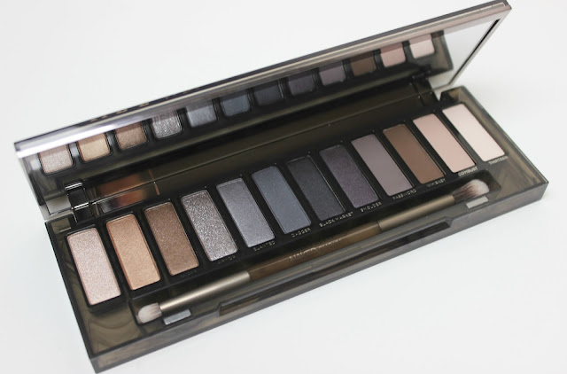 A picture of Urban Decay Naked Smoky Eyeshadow Palette