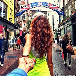 mujer delgada con cabello largo