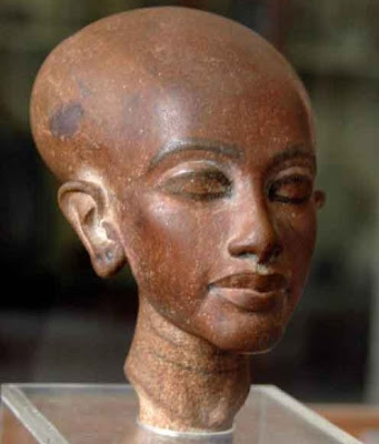 Statuette of Akhenaten and Nefertiti's daughter