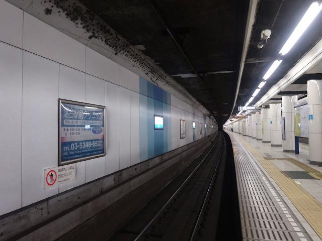 落合駅ホーム,地下鉄東西線,東京メトロ〈著作権フリー無料画像〉Free Stock Photos
