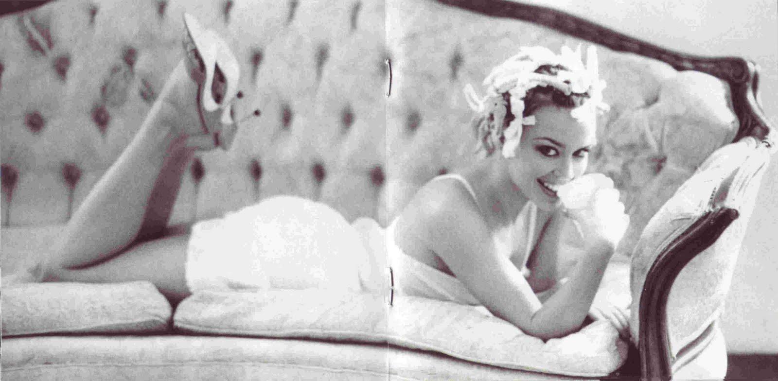 http://1.bp.blogspot.com/-gRB24Nao8xk/TVl-ca5czXI/AAAAAAAARNA/GaEvx6pDql8/s1600/Kylie_Minogue_-_Hits_8.jpg