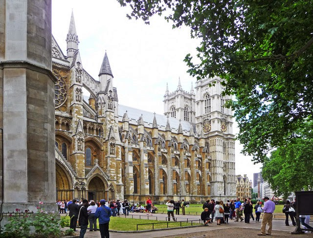 Westminster Abbey (north entrance) - London, UK | Travel London Guide