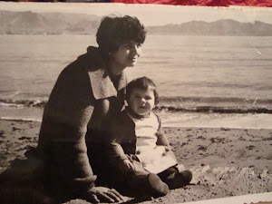 con mi pequea hija ,en la playa.1963.
