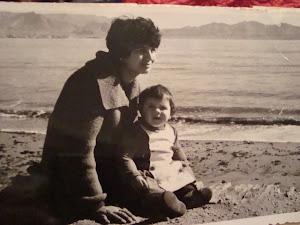 con mi pequeña hija ,en la playa.1963.