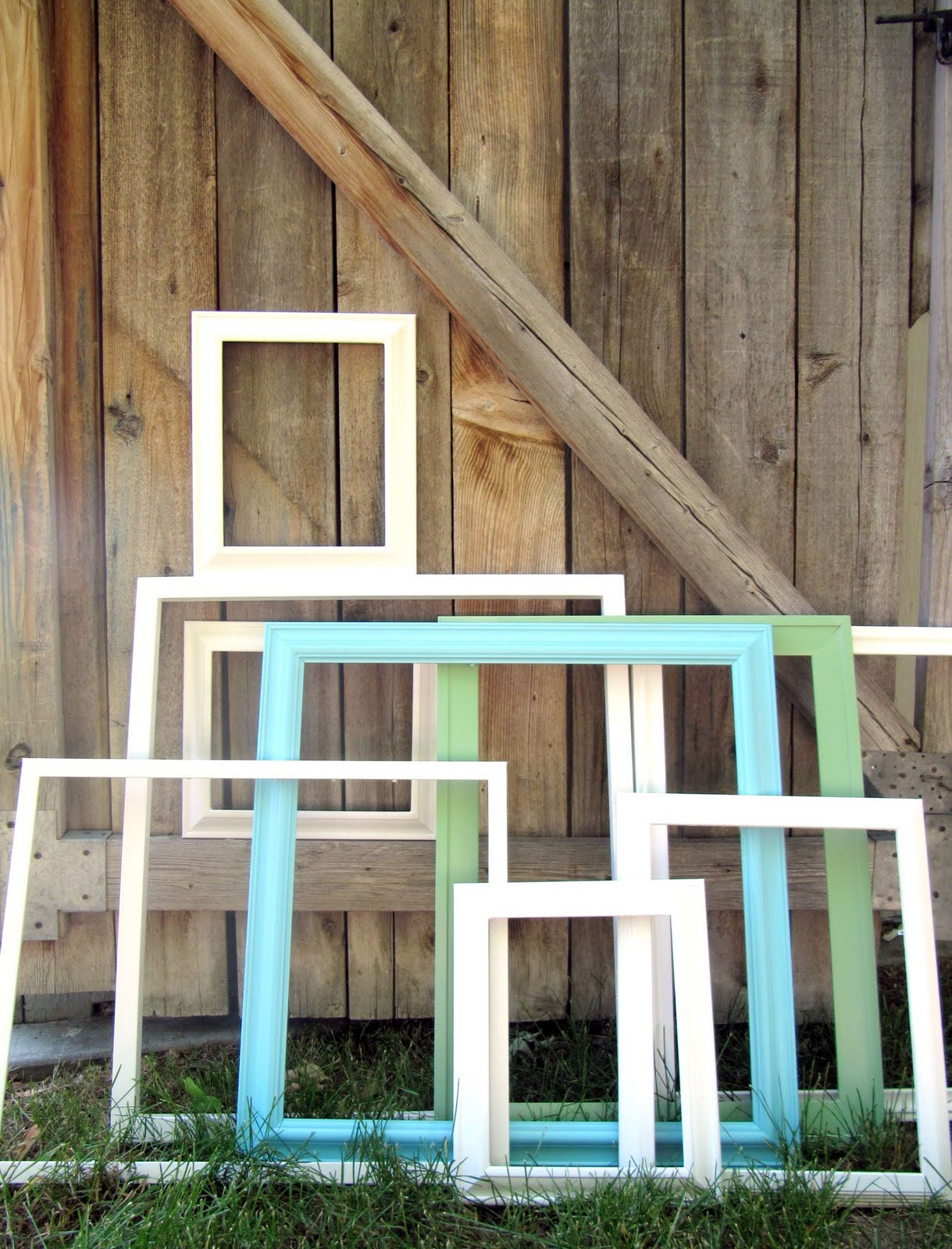painting picture frames a picture gallery wall - Wooden Picture Frames To Paint