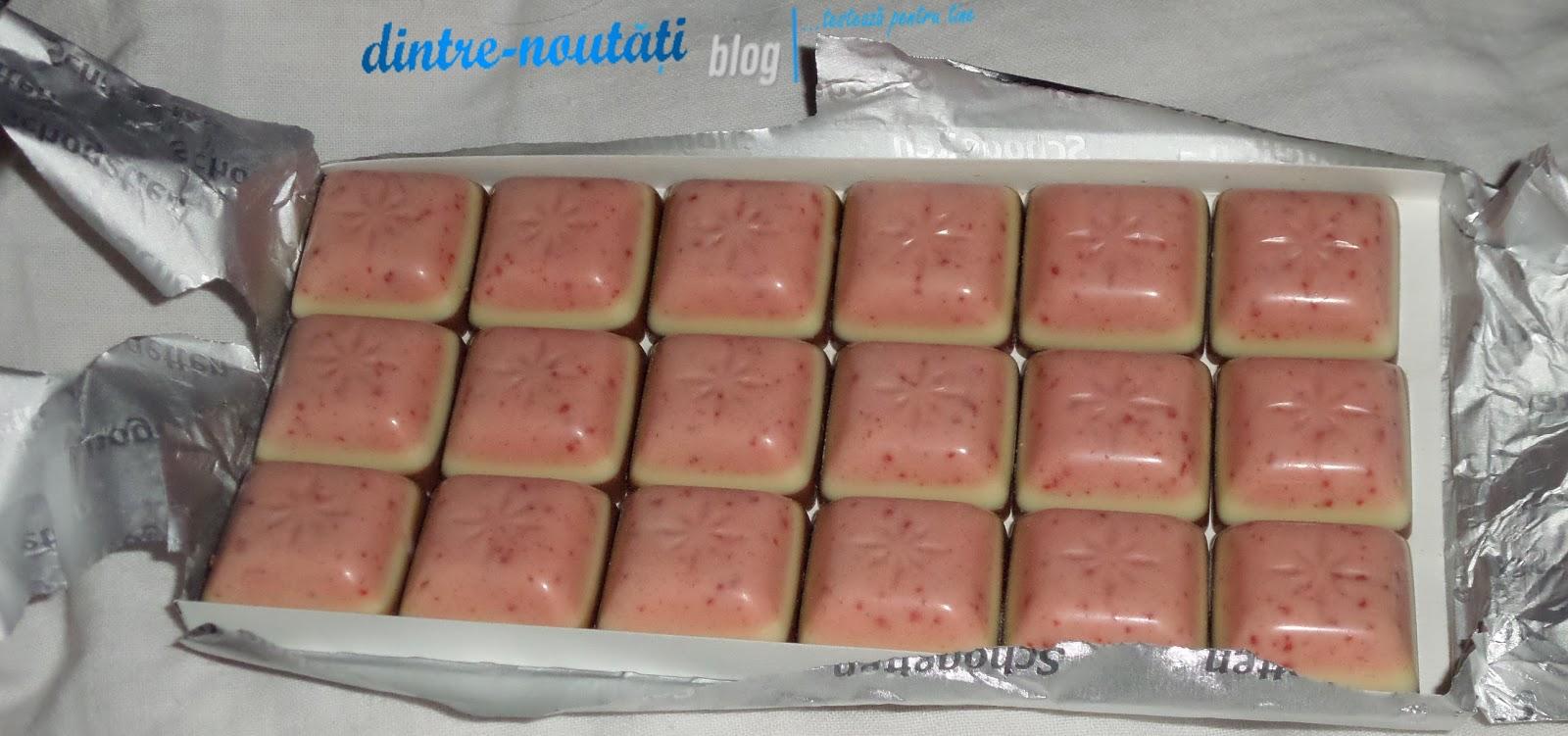 ciocolata in trei straturi cu capsuni