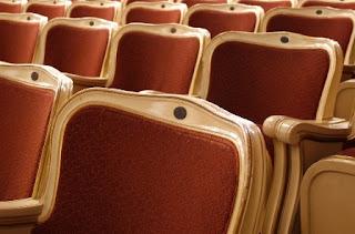 foto di poltrone a teatro