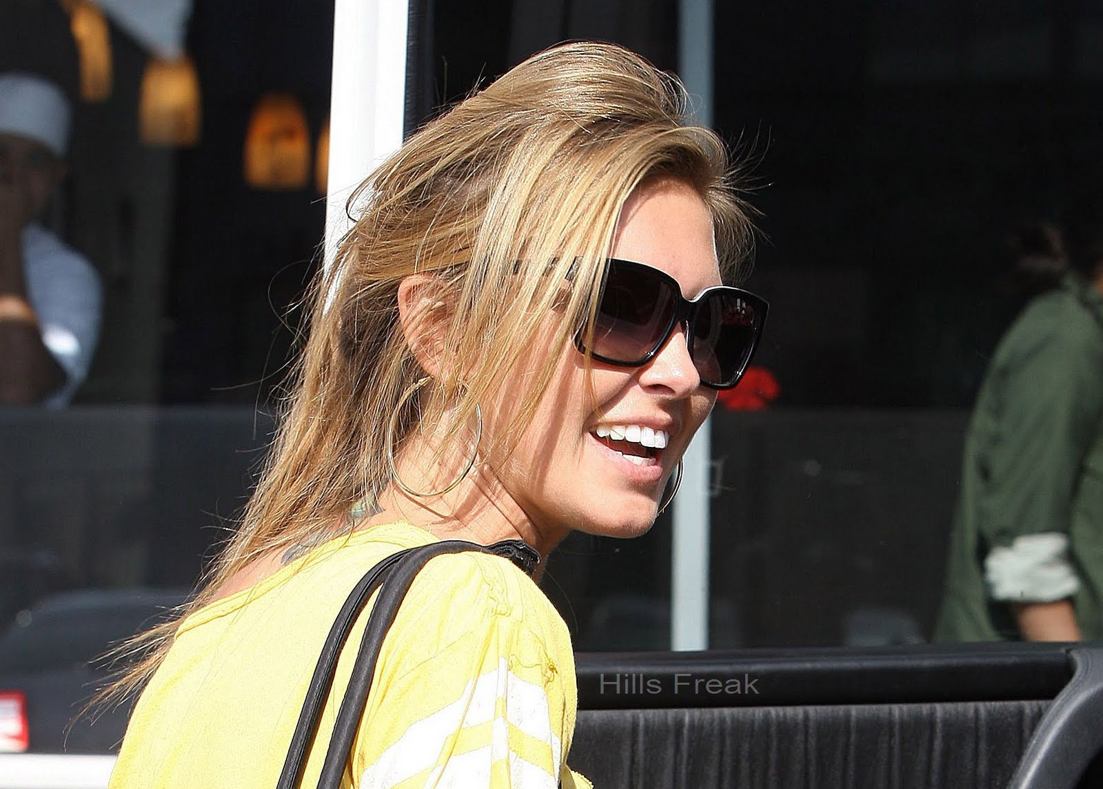 jodriart: Audrina Patridge and Lady ( Her Teacup Yorkie) Leaving the ...