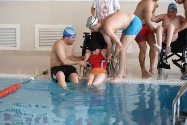 Turneu caritabil de fotbal - Împreună susţinem Hidroterapia. Florin Chindea, maseur oficial al evenimentului. 18 octombrie 2015. Timişoara 03