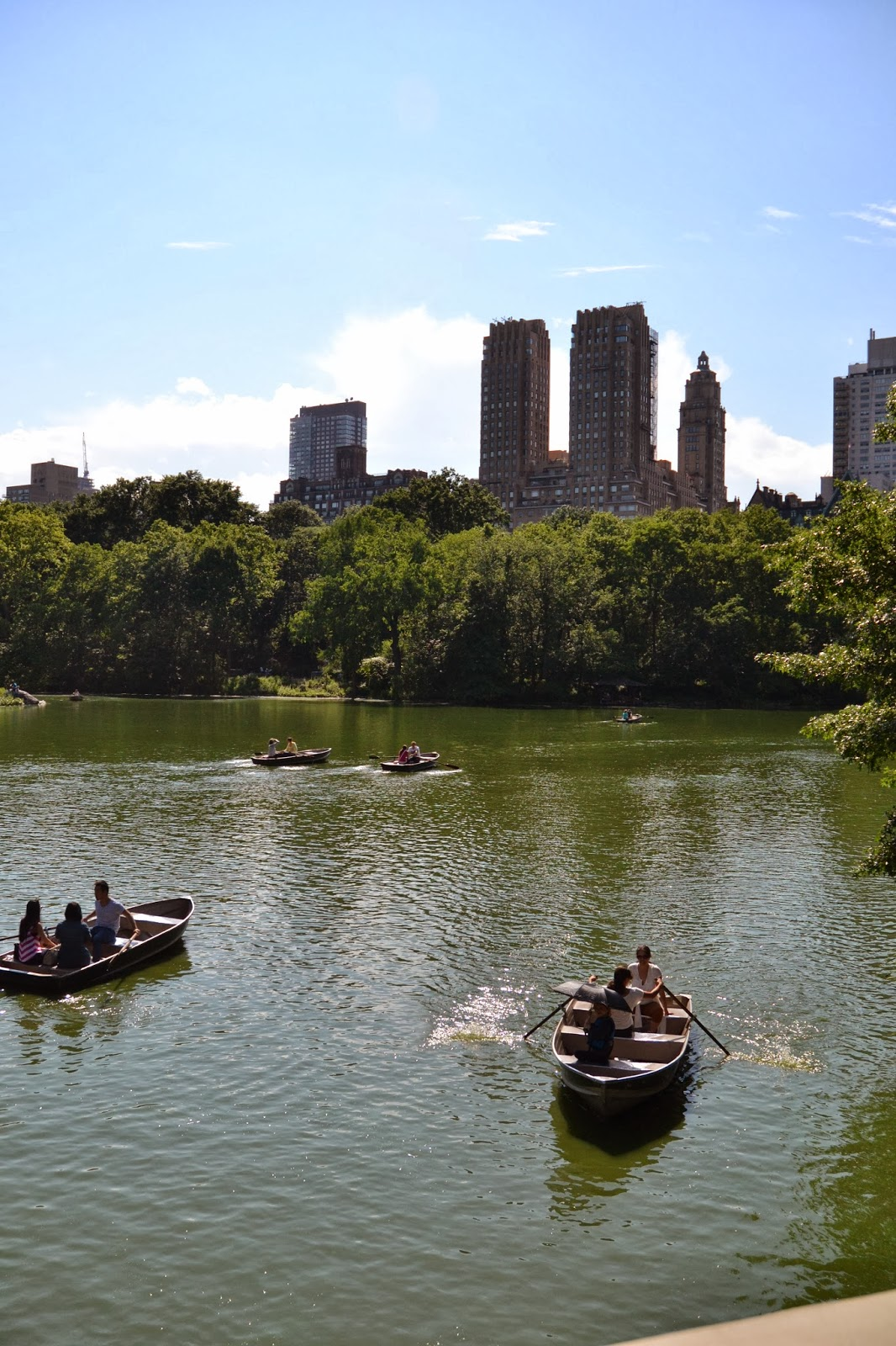 central park, lake, boating, plaza hotel, sunny day, summer, NYC, New York, 10 free things to do, free things to do in NYC, travel, New York, explore, adventures, photography, usa, tourism, tourists,