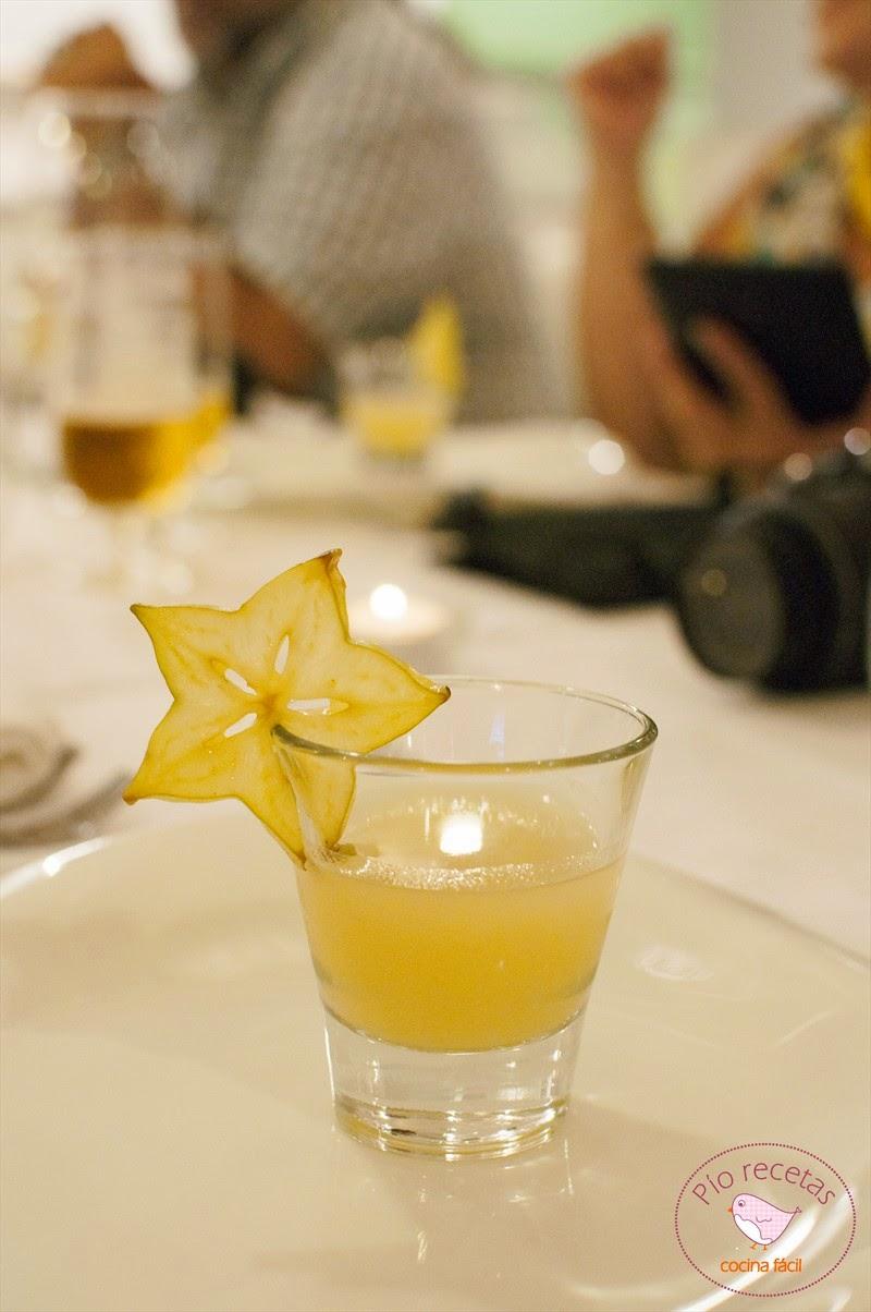 cóctel de piña y Disaronno en Magoga