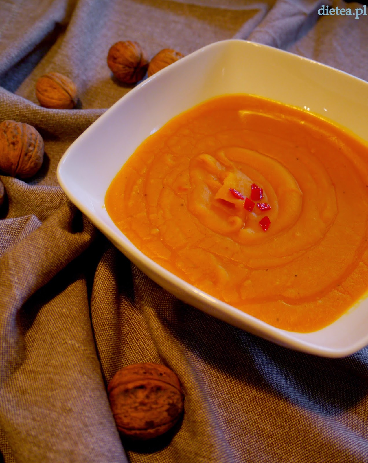 Rozgrzewająca zupa dyniowa z imbirem i chili