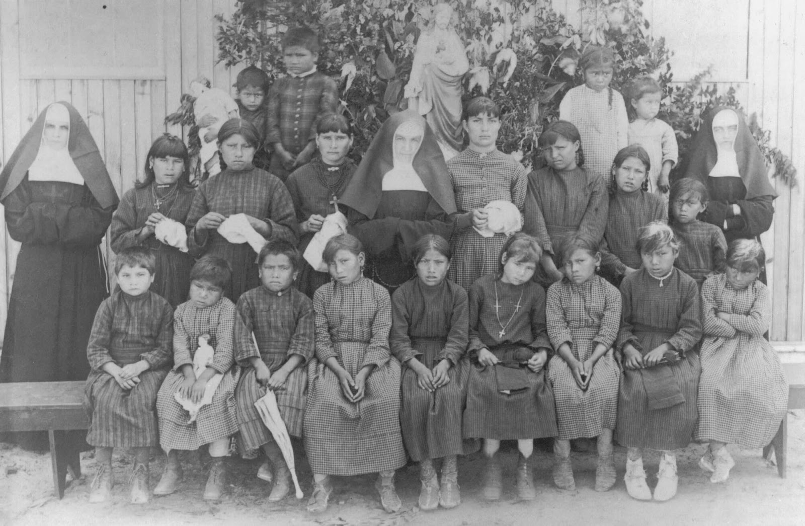 indian americans assimilation into american 1) in 1879, an army officer named richard h pratt opened a boarding school he opened it for indian youth in carlisle, pennsylvania the goal was to use education to uplift and assimilate into the mainstream of american culture.