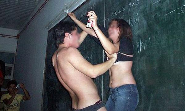 Follada salvaje en una fiesta de estudiantes -