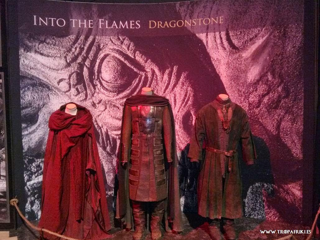 Juego de Tronos trajes Melisandre, Stannis y Davos