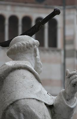 Cremona Duomo Statue - Knife in Head