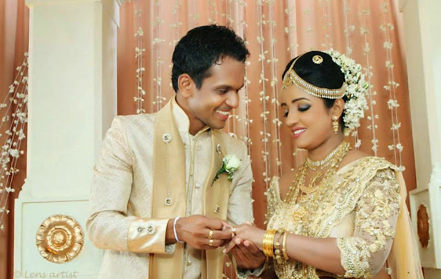 http://picture.gossiplankahotnews.com/2014/05/saranga-pubudu-wedding-photos.html