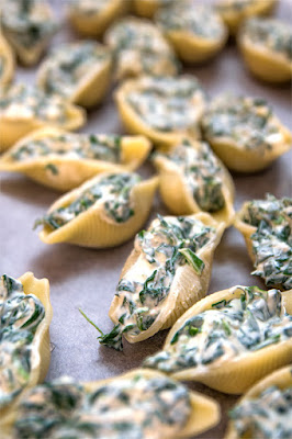 Spinat and ricotta pasta shells stuffed