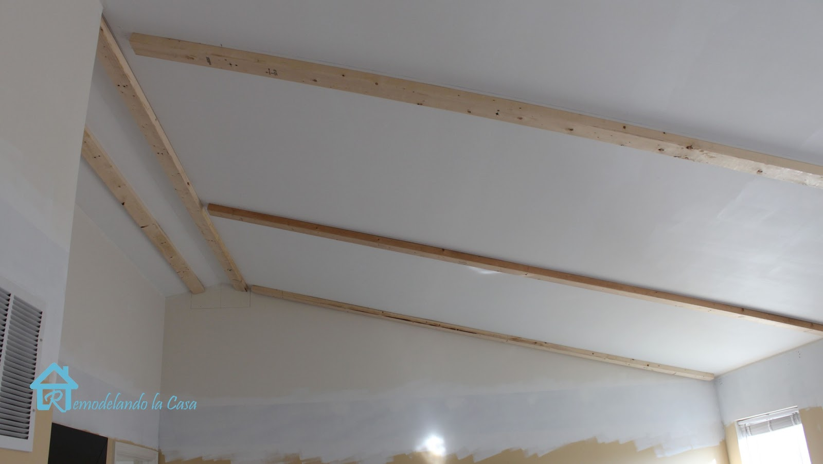 Installing faux wooden beams second part remodelando for Adding wood beams to ceiling