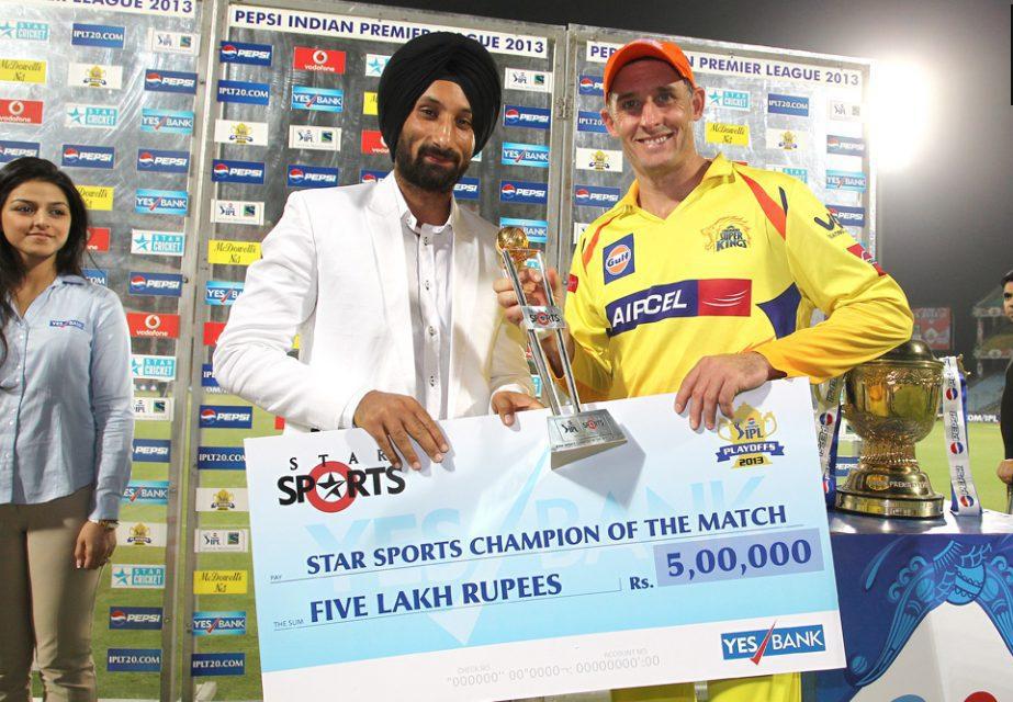 Michael-Hussey-Star-Sports-Champion-of-the-Match-Award-CSK-vs-MI-qualifier-1-IPL-2013
