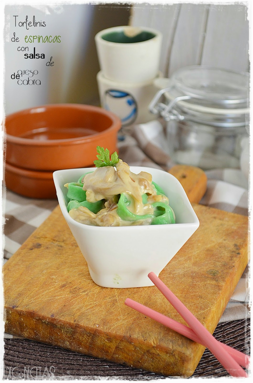 Tortelinis de espinacas con salsa de queso de cabra