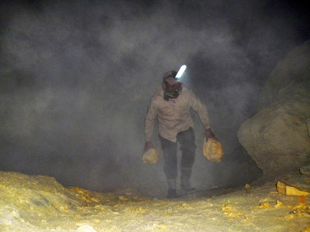"""Sulfur Miner, Ijen - Banyuwangi, Jawa Timur"""