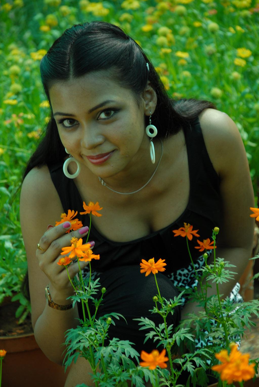 http://1.bp.blogspot.com/-gUA0G1h35Uk/T8utVS_Lr2I/AAAAAAAACb8/X4gSvx1QTgI/s1600/Paruti+Movie+Stills+(16).jpg