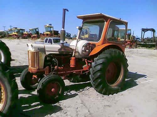 EQ-22900 CASE 900 Tractor