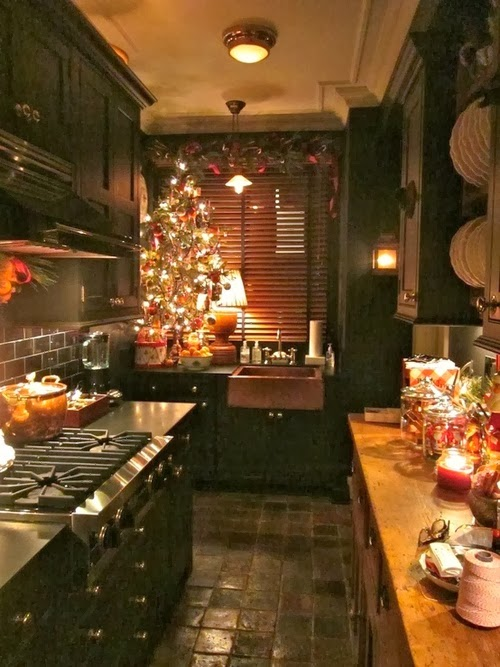 Cozy christmas kitchen a1 pictures House beautiful kitchen of the year 2013