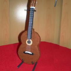Amigurumi Guitarra Patron : Patrones Amigurumi: Guitarra espanola de crochet