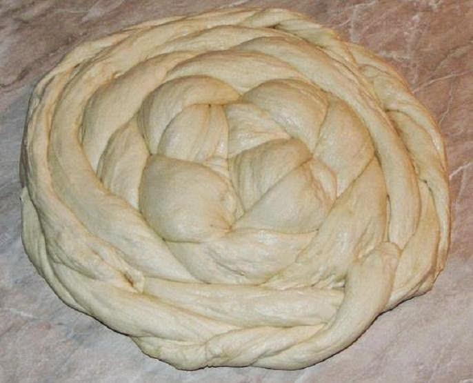 preparare paine impletita, preparare colac impletit, reteta paine, preparare paine de casa, colaci reteta, retete colaci, aluat de paine, coca de paine, aluat de casa pentru paine, cum se fac colacii, cum se face painea impletita, cum se face colac impletit,