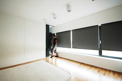 ruang tidur rumah minimalis hitam putih