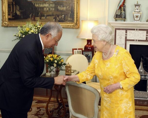 datuk najib jumpa queen elizabeth 2 pakai baju kuning