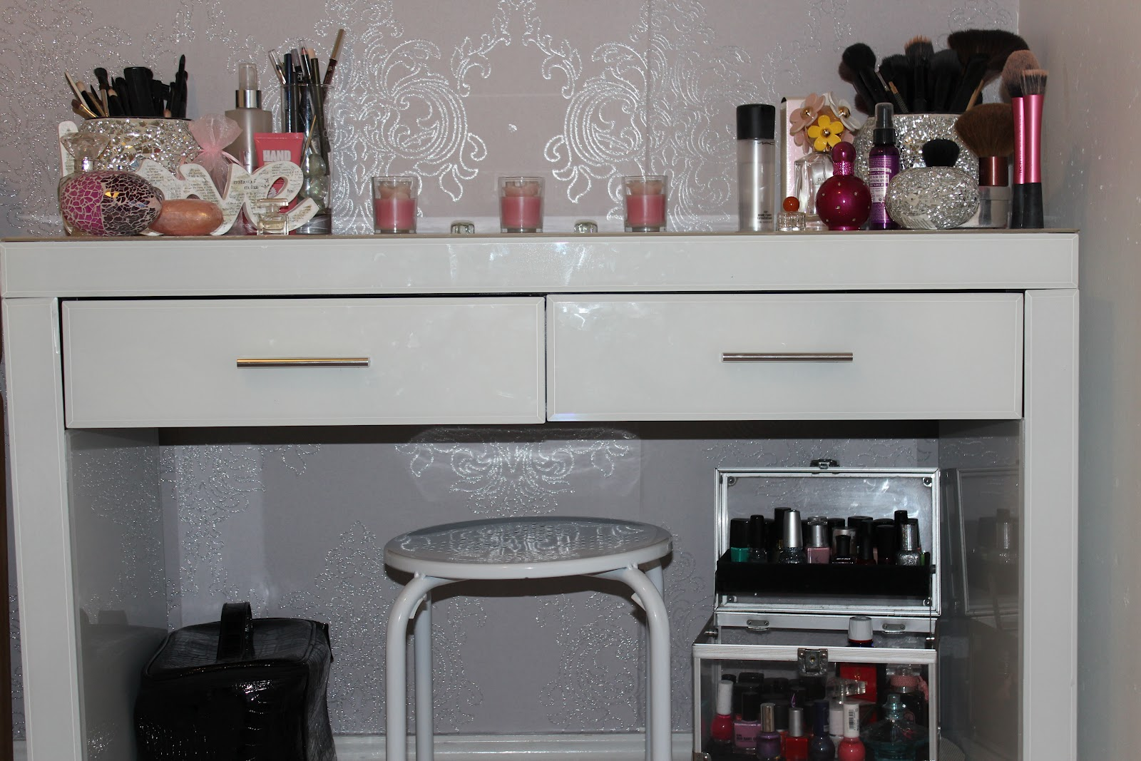 Dressing Table (Vanity) Set Up
