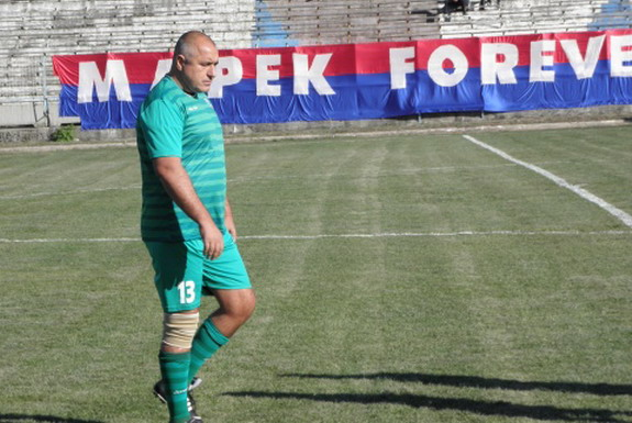 Boyko Borisov, former Bulgarian PM, becomes the country's oldest professional footballer