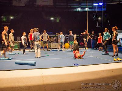 Цирк дю Солей, акробатическая разминка