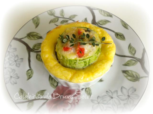 Mini souflê com abobrinha recheada