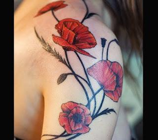 Buchet de maci - tatuaj pe umar